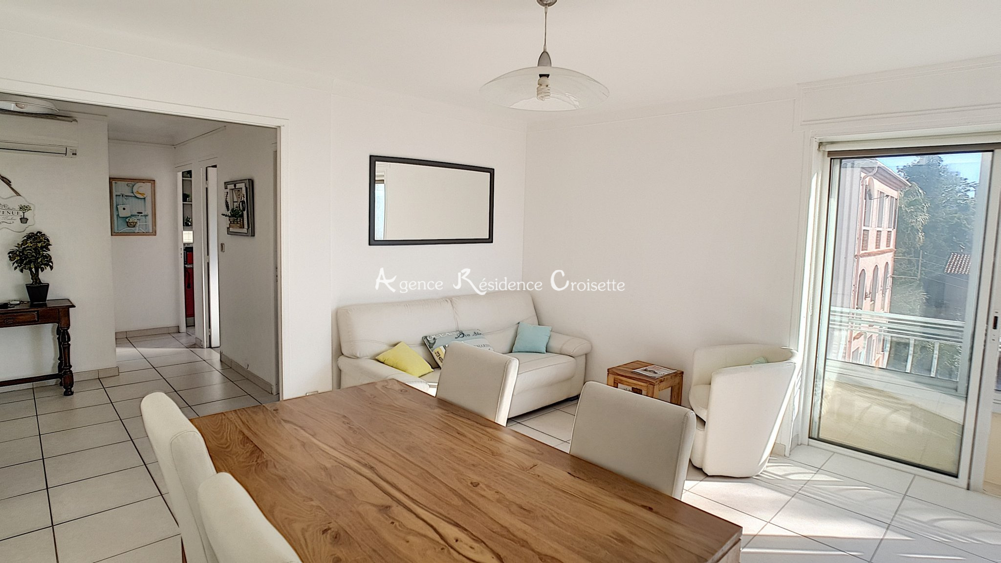 Buy 4 Rooms In Cannes With Residence Croisette